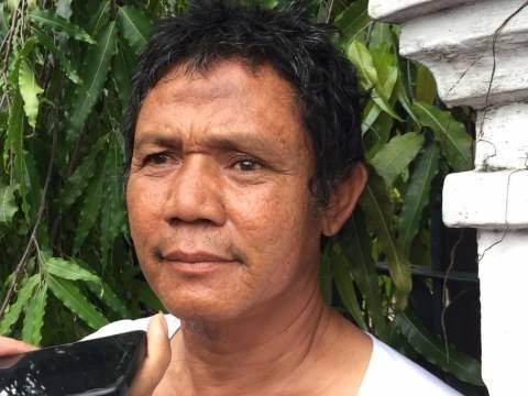 Penjual peci, Fatin. saksi mata yang melihat pria berlari di Masjid Sunda Kelapa.
